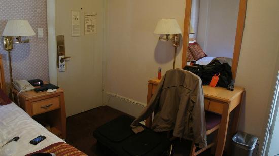 Grant Plaza Hotel: Door