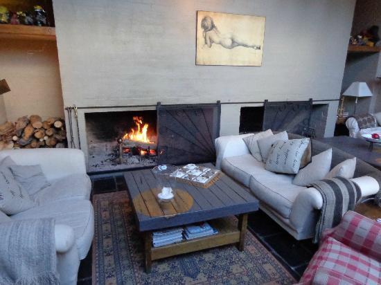 Crackenback Farm Restaurant & Guesthouse: Fire place
