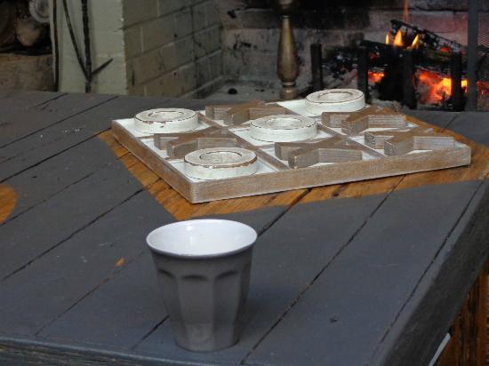 Crackenback Farm Restaurant & Guesthouse: Coffee table