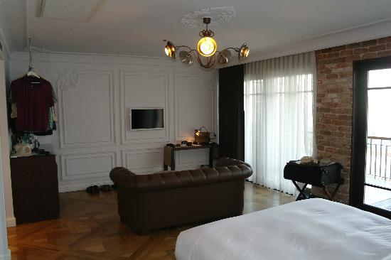 Georges Hotel Galata: Open haning for cloths over the coffee machine!