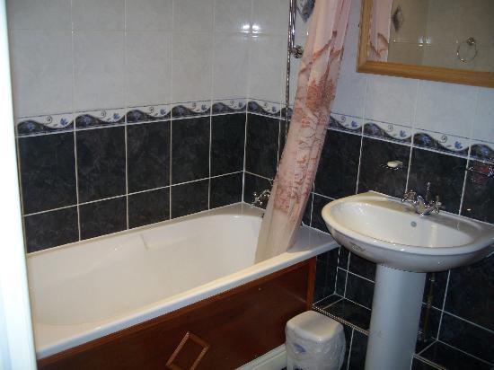 Wool Merchant Hotel: Decent bathroom