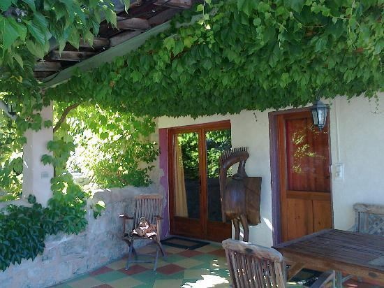 Le Mas Saint-Joseph : la terrasse