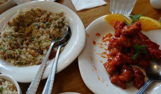 Royal Kuhio: 特別炒飯もオレンジチキンも本当に美味