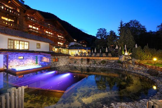 Hotel Quelle Nature Spa Resort: Lago biologico balneabile