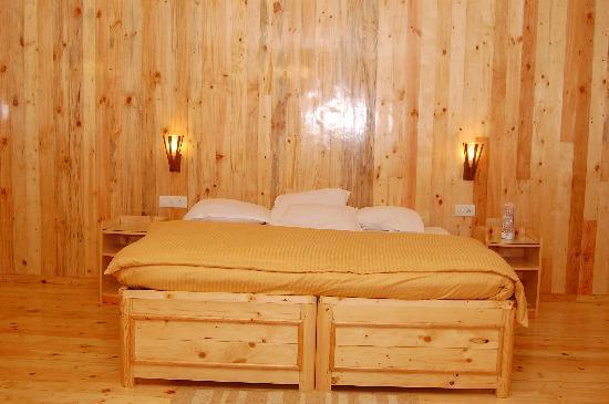 Surya Holidays Kodaikanal: king suite room