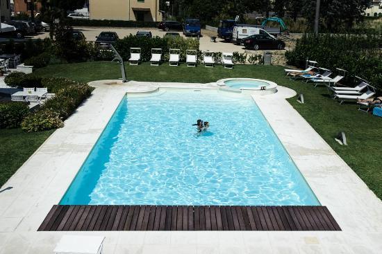 Enjoy Garda Hotel: swimming pool
