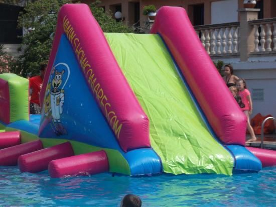 Santa Susanna Resort: The inflatable slide