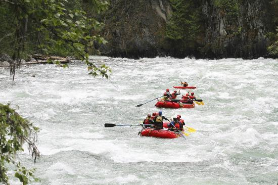 REO Rafting Resort: Rollin' on the River!
