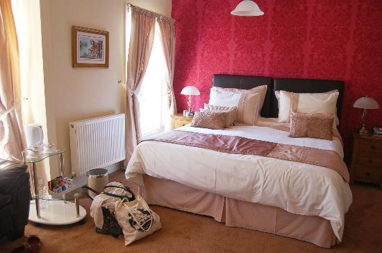 The Merivon Guest House: Lovely decor in our room