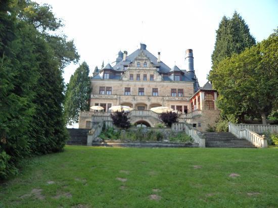 Schloss Hotel Wolfsbrunnen: gezien van uit de tuin