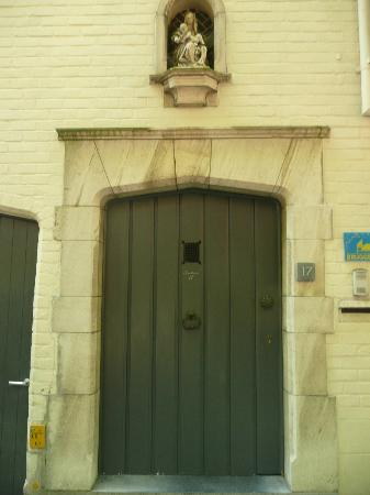 Guesthouse 17: front door