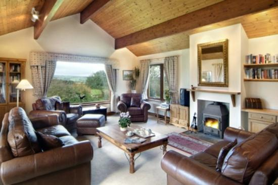 Village Farm: Viewfield sitting room