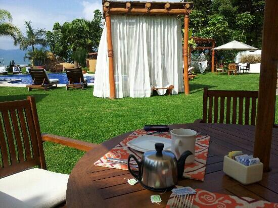 Jocotepec, México: Morning tea in the garden