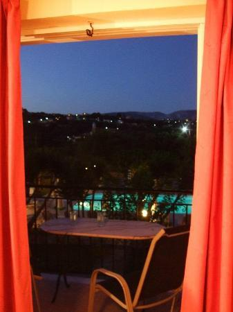 Pythos Studios Hotel: View from the upper rooms, evening