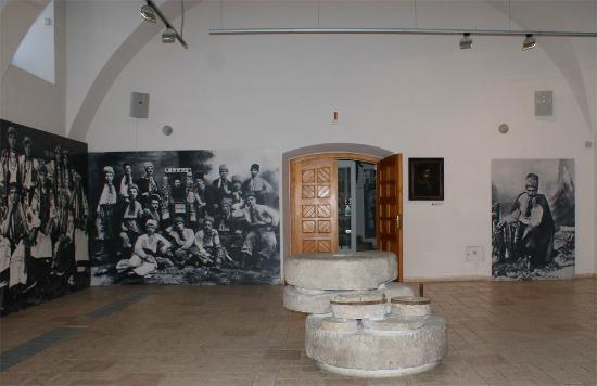 Ivan Gonchar Museum, National Center of Folk Culture: Музей Івана Гончара