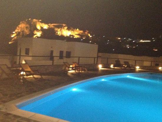 El Sol Hotel : piscina con vista sul castello