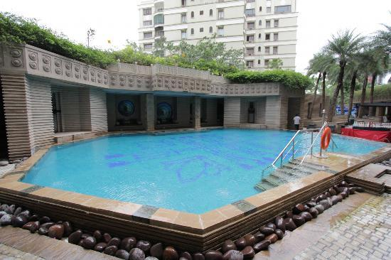 Courtyard By Marriott Hyderabad: Pool Area II