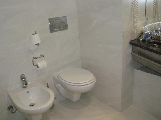 VIP Executive Azores Hotel: la otra parte del baño