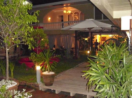 Island's Leisure Boutique Hotel and Spa - Dumaguete: Courtyard