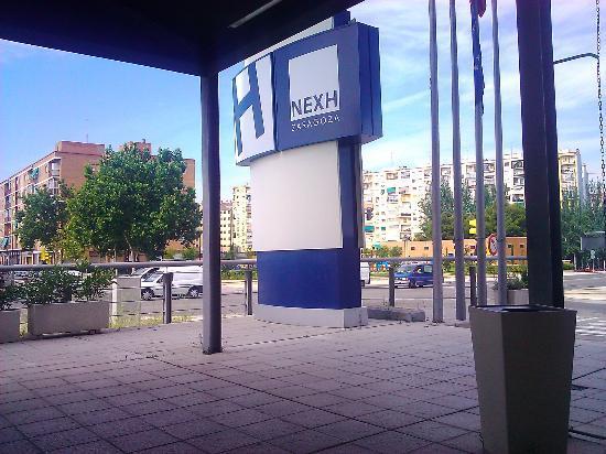 Hotel GIT Ciudad de Zaragoza: Entrada al hotel
