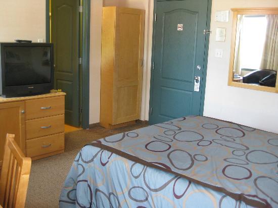 Smugglers Cove Inn: guest room