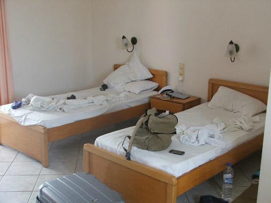 Hotel Yakinthos: room