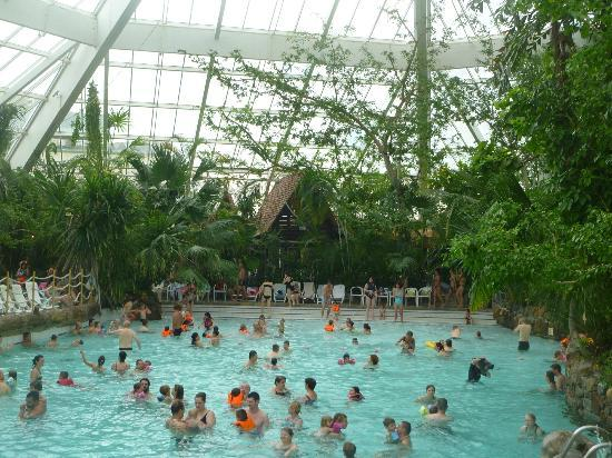 Piscine photo de center parcs les bois francs verneuil for Piscine bois france