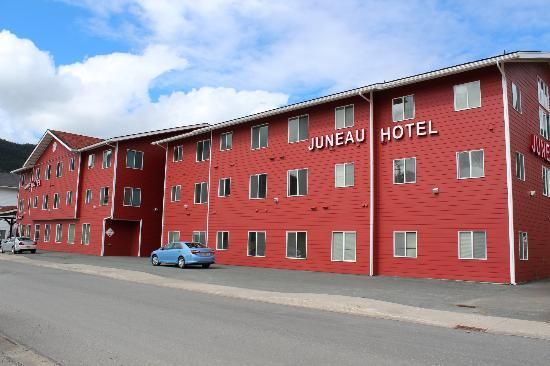 ‪‪Juneau Hotel‬: Hotel from outside‬