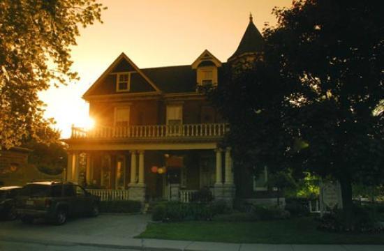 Secret Garden Bed & Breakfast Inn: Sunrise