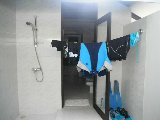 بارادايس آيلاند ريزورت: La douche extérieure 