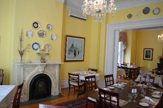Queen Anne Inn: Dining room