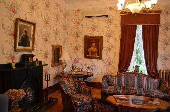 Queen Anne Inn: Sitting room