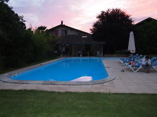 Noaillac, Frankrike: La Tuilerie - svømmebasseng