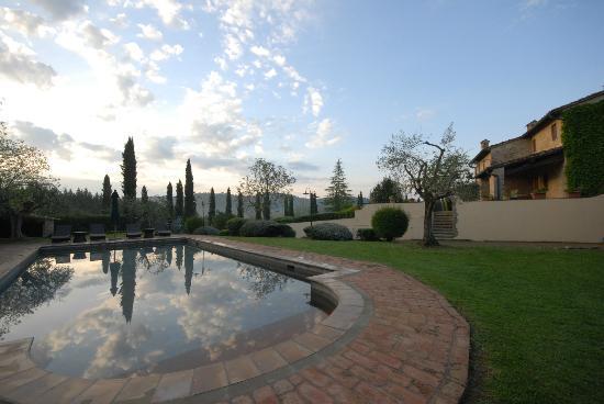 Santa Maria a Poneta: Vue de la piscine