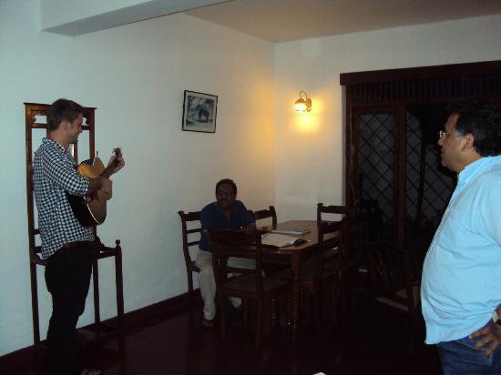 Sharon Inn: Gitarren-Session
