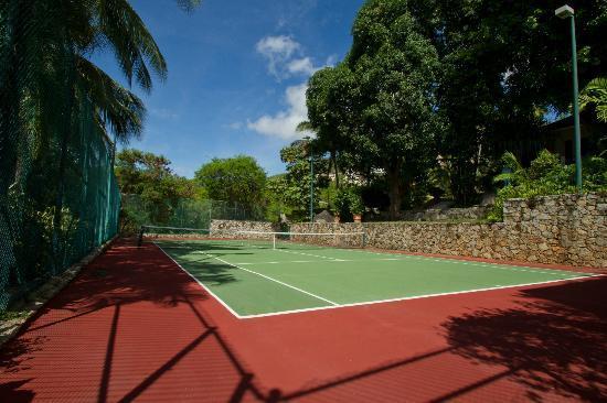 Villa Alejandra: Tennis court with ligthing