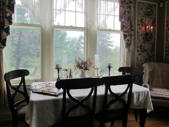A G Thomson House Bed and Breakfast: View out dining room window