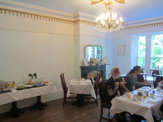 Glendon Guest House: Dining room