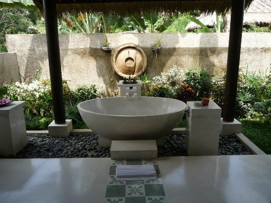 Surya Shanti Villa: Salle de bain de la Chambre n°1