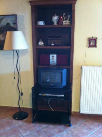 Villa Rosa: Tv, DVD player, radio and CD player provided