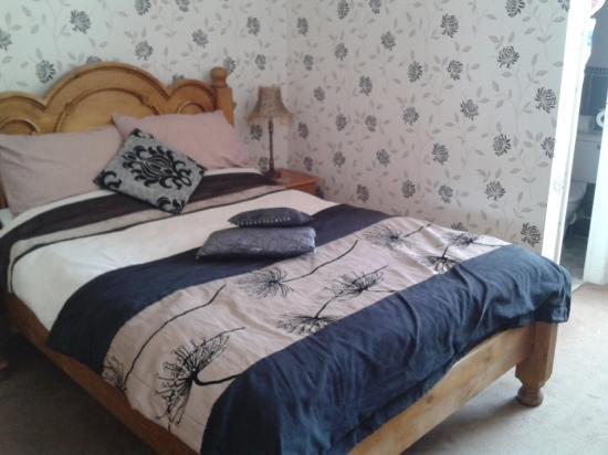 Ashburton House: A double room