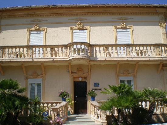 Hotel du Soleil : La devanture, magnifique!