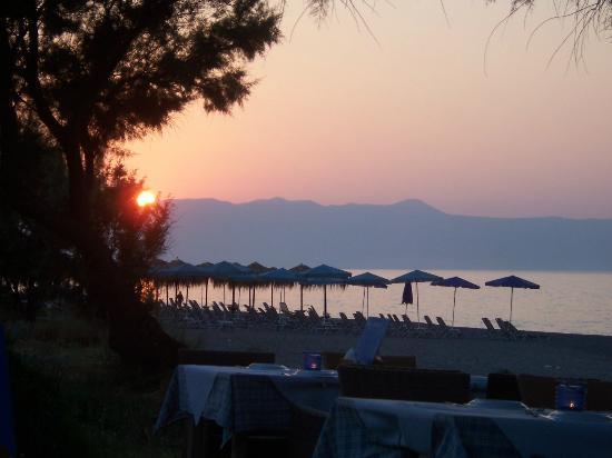 Kyano Beach Restaurant: lovely sunset
