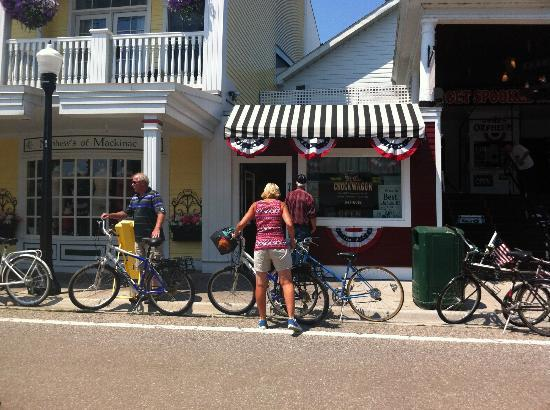 Chuck Wagon of Mackinac: A Tiny Place with Great Burgers