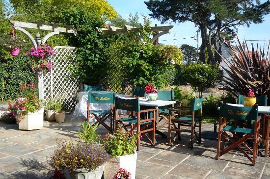 Hotel Restaurant des Sablons: la terrasse fleurie