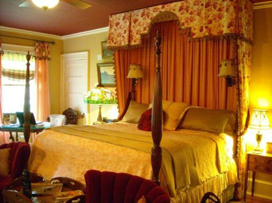 Juniper Hill Bed & Breakfast: Mary Cassatt Room