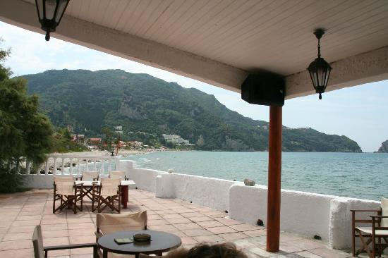 Black Rocks Seaside Restaurant Bar: Vue de la terrasse au Black rocks