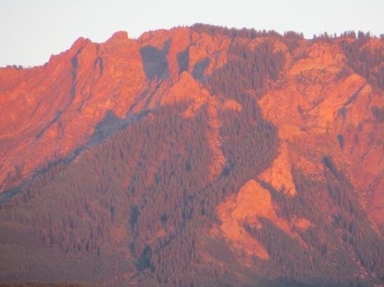 Smith Fork Ranch: Alpenglo