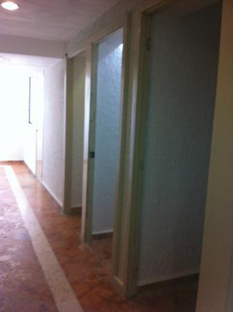 Solymar Cancun Beach Resort: door frames leading to rooms?