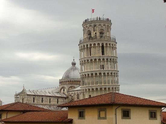 Hotel Villa Kinzica: View of the leaning tower from our room